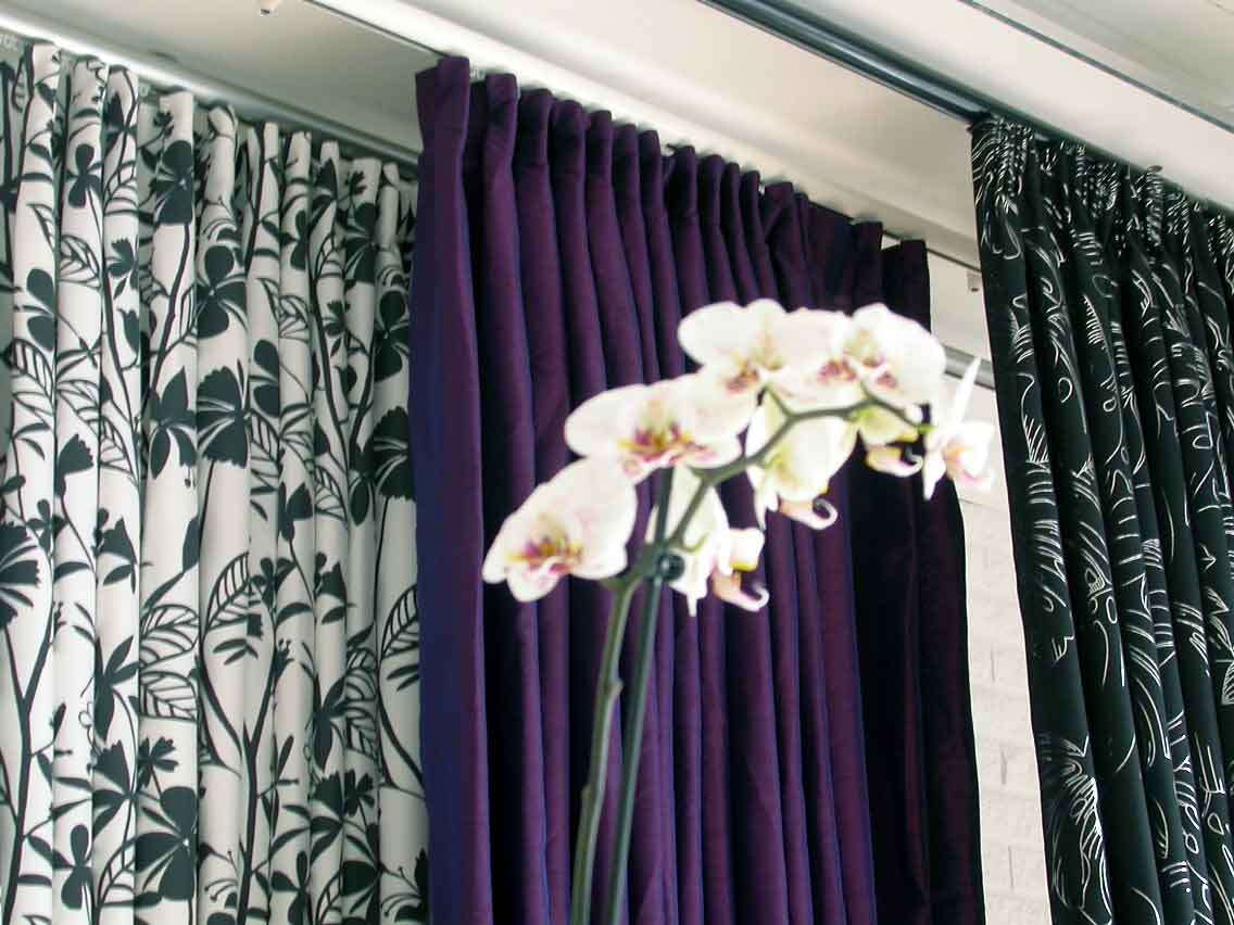 Classic curtain rails ceiling-mounted in showroom